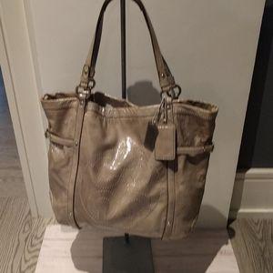 🍀 Beautiful bag by Coach 🌸🌸🍀🌼